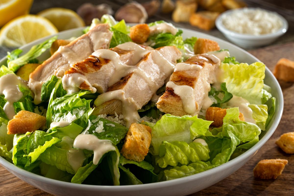Saladas! Saia do comum e aprenda receitas incríveis