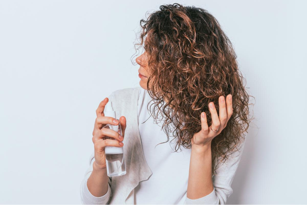 Técnicas de finalização para cabelos cacheados, crespos e ondulados