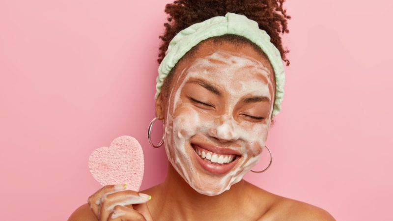Aprenda a preparar a pele para a maquiagem