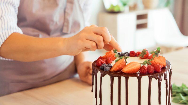 Veja o que fazer para ganhar dinheiro vendendo bolos
