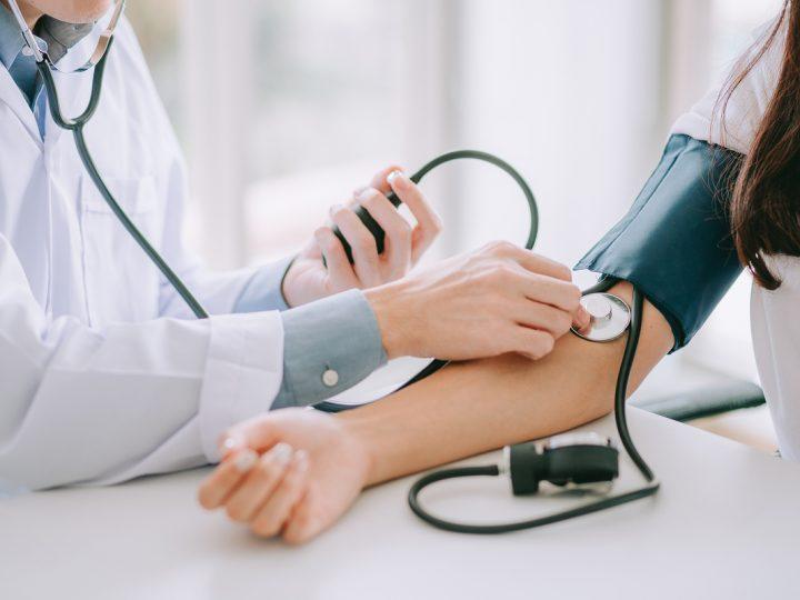 Pressão alta: o que é, causas, sintomas e tratamentos